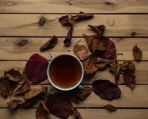 tasse avec du thé